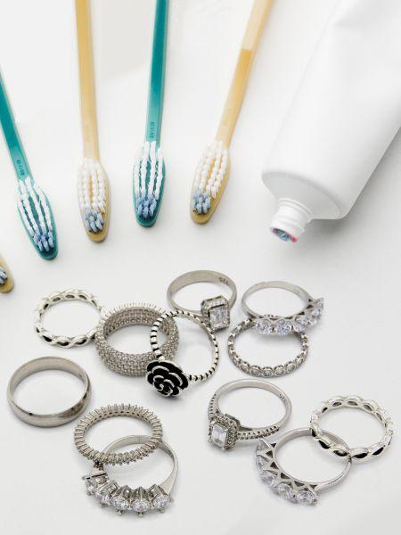 Diş macunu ile Gümüş Parlatma Kararan takı nasıl parlatılır?