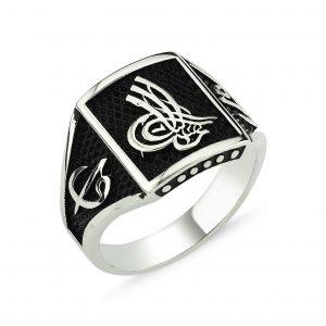Osmanlı Tuğrası Motifli Gümüş Erkek Yüzük, Taşsız Erkek Yüzükleri  925 ayar gümüştür.