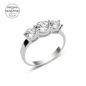 Swarovski Zirconia Taşlı Üçtaş Gümüş Yüzük, Zirkon Taşlı Bayan Yüzükleri Rodyum Kaplama 925 ayar gümüştür.